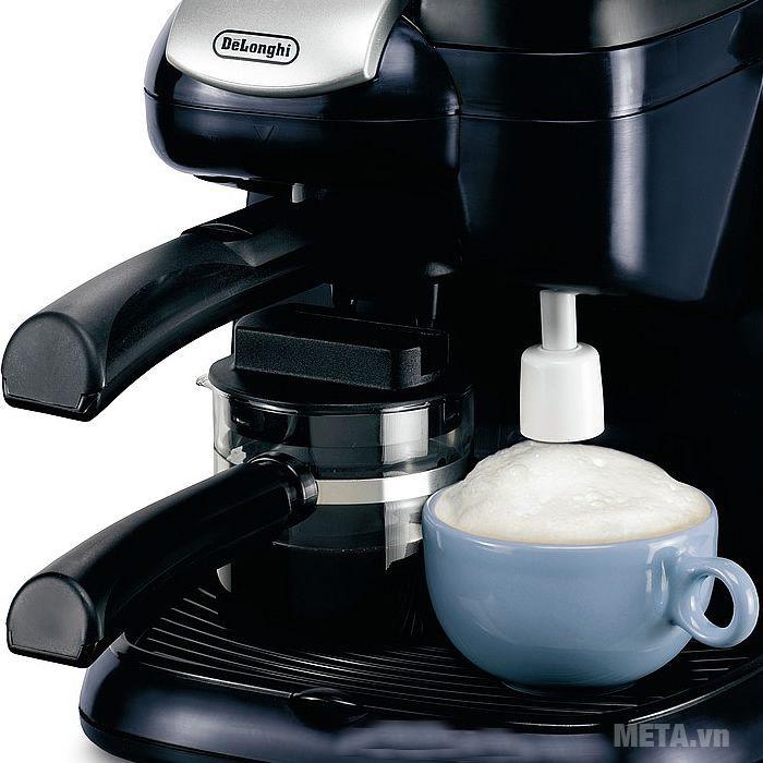 Máy pha cà phê Delonghi Steam Espresso EC9 có 1 vòi đánh hơi