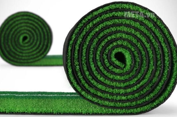 Thảm tập Golf Putting DG với thảm có thể cuộn gọn dễ dàng.