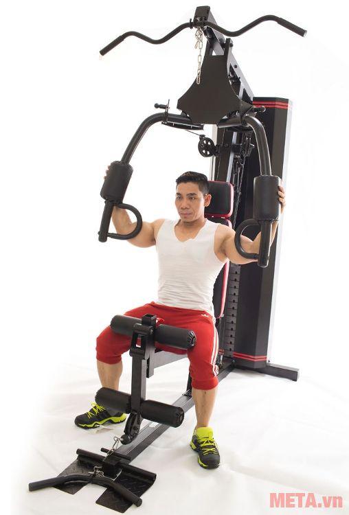 Phạm Văn Mách là đại diện cho dòng sản phẩm giàn tạ đa năng Vifa Sport 610250