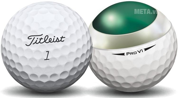 Bóng golf Titleist Pro V1 với thiết kế 352 điểm lõi tạo nên đường bay nhất quán.