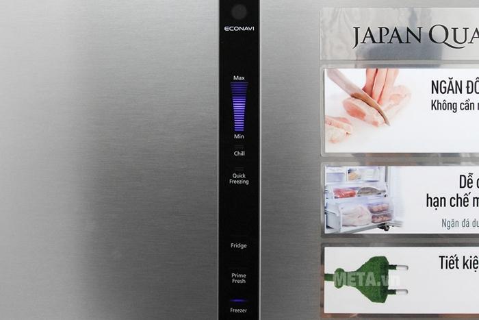 Bảng điều khiển thông minh trên bề mặt tủ rất tiện lợi