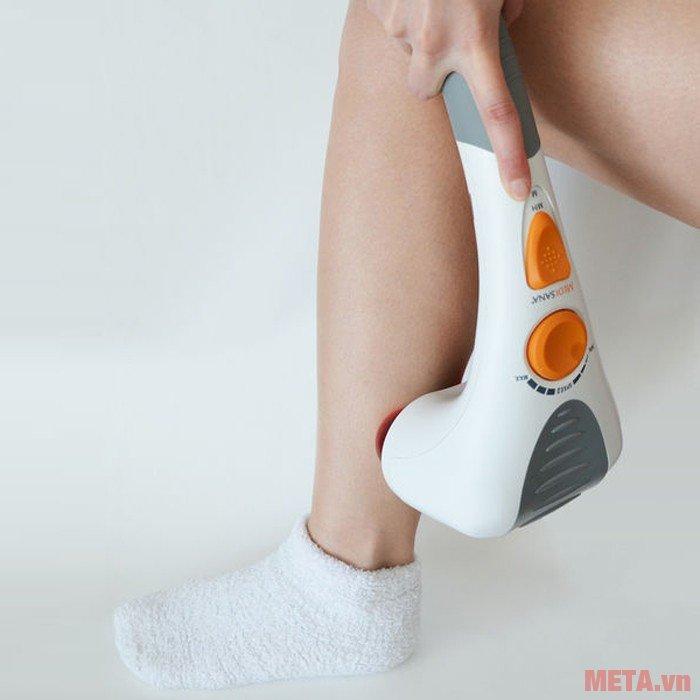 Máy massage đấm đèn hồng ngoại ITM có thể massage vùng bắp chân giảm đau cơ