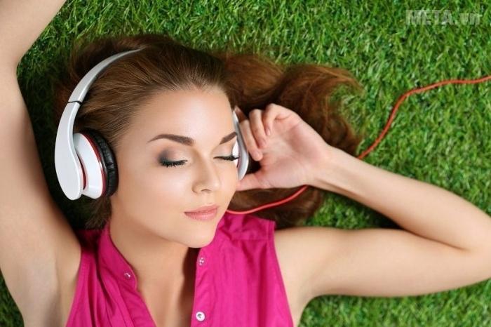 Hãy dành thời gian thư giãn, đôi tai của bạn cũng cần được nghỉ ngơi.