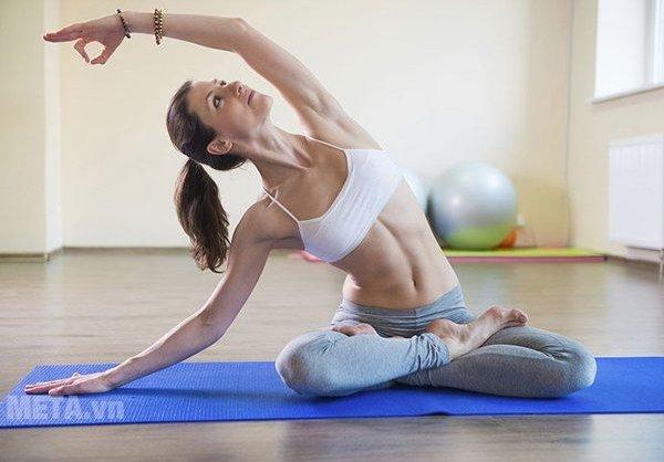 Vệ sinh thảm yoga đúng cách