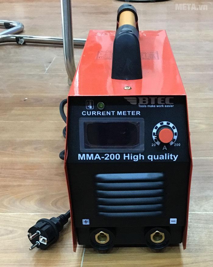 Máy hàn inverter Btec MMA 200 được trang bị công suất máy khỏe 7.1 KVA giúp dễ mồi hồ quang điện, hồ quang cháy êm