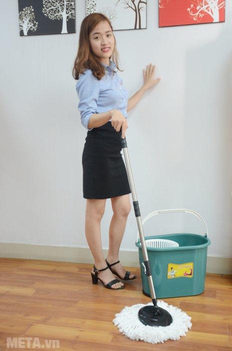 Chổi lau nhà Quý Phu Nhân 360 TS-5164A sẽ giúp chị em lau nhà không tốn nhiều công sức và thời gian.