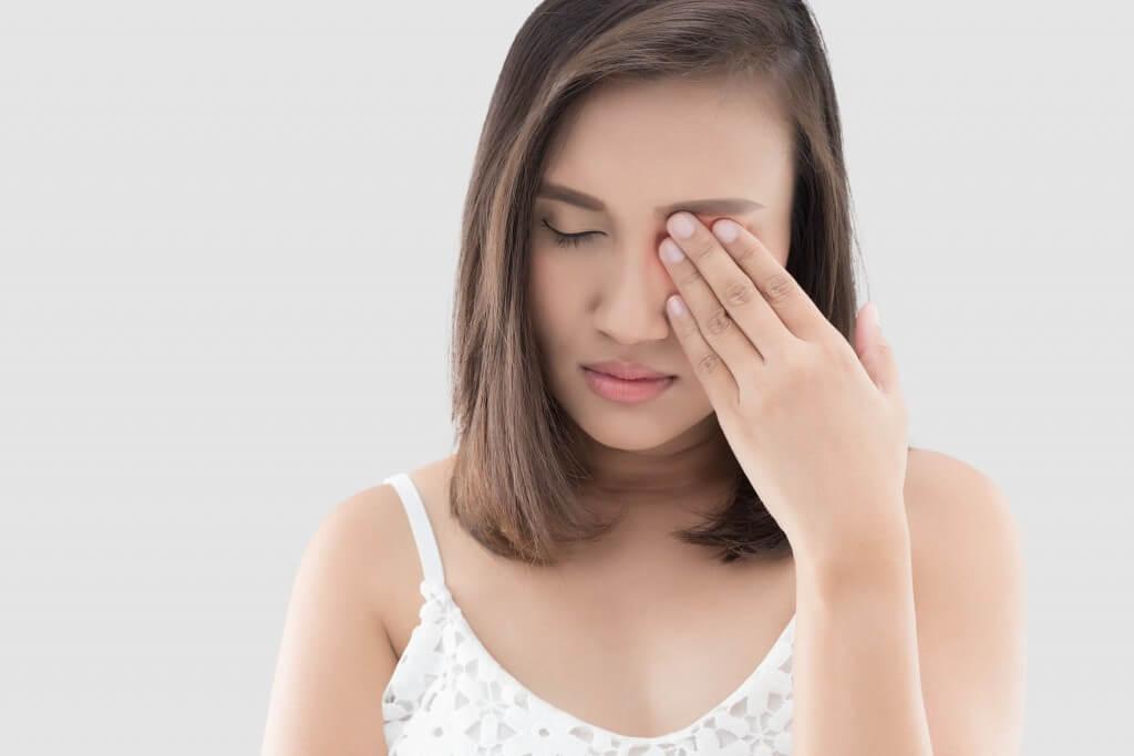 máy mắt trái, mắt phải giật nháy liên tục, theo giờ ở nam, nữ là điềm hay bệnh gì?